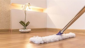 Как да почистим ламинат с моп 300x168 Как да почистим пода с моп %d0%b1%d0%bb%d0%be%d0%b3